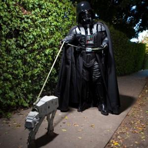 Dark vador promene son chien AT-AT star wars
