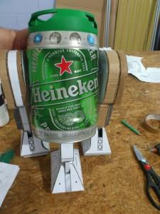 Faire un R2D2 soit même avec un fût de bière Heineken star wars bricolage