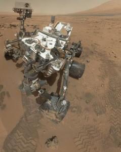 curiosity sur mars vue panoramique de dessus planete rouge nasa robot rover