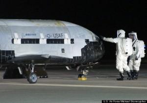 Drone expérimental avion spatial du projet X-37B de retour sur terre