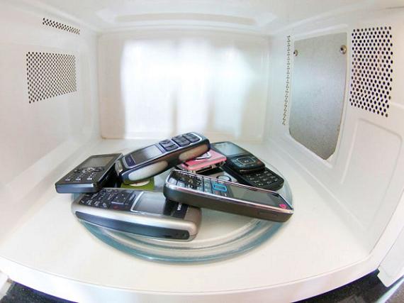 Peut on recharger son t l phone portable avec un four for Mobile porta microonde