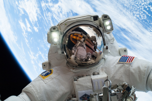 astronaut Mike Hopkinsastronaute sortie spatiale iss station spatiale internationnale gravity
