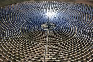centrale électrique solaire Californie avec un rayon de la mort qui tue les oiseaux par miroirs...