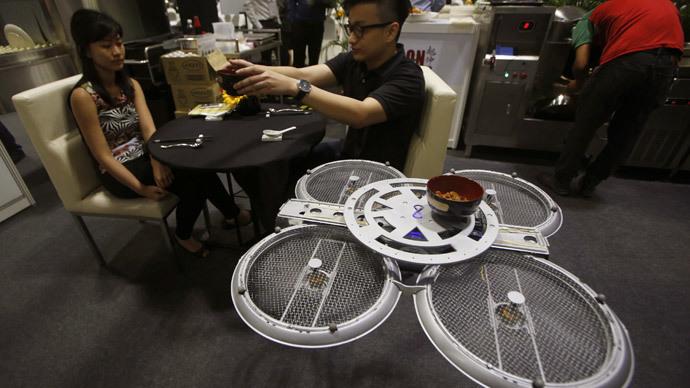 il est maintenant possible de se faire servir par des drones au restaurant printf. Black Bedroom Furniture Sets. Home Design Ideas